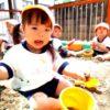 砂遊び大好き♪<1歳児すみれ組>